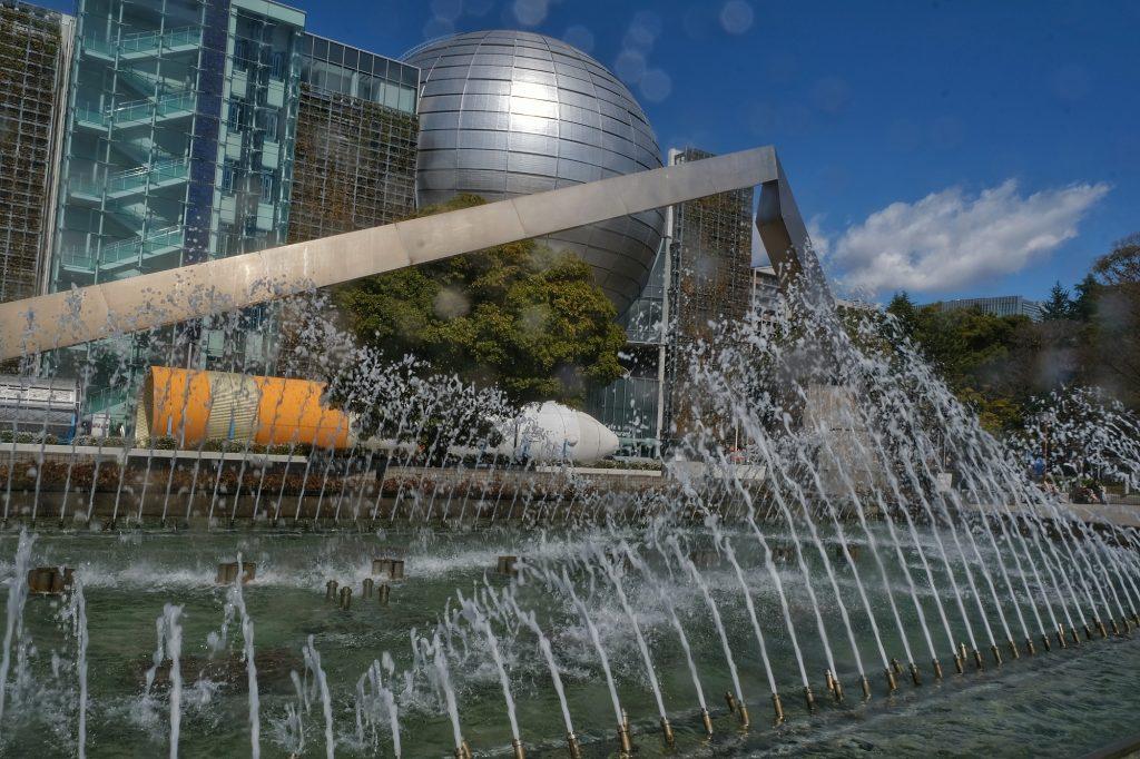 Le musée de la science de Nagoya et sa fontaine