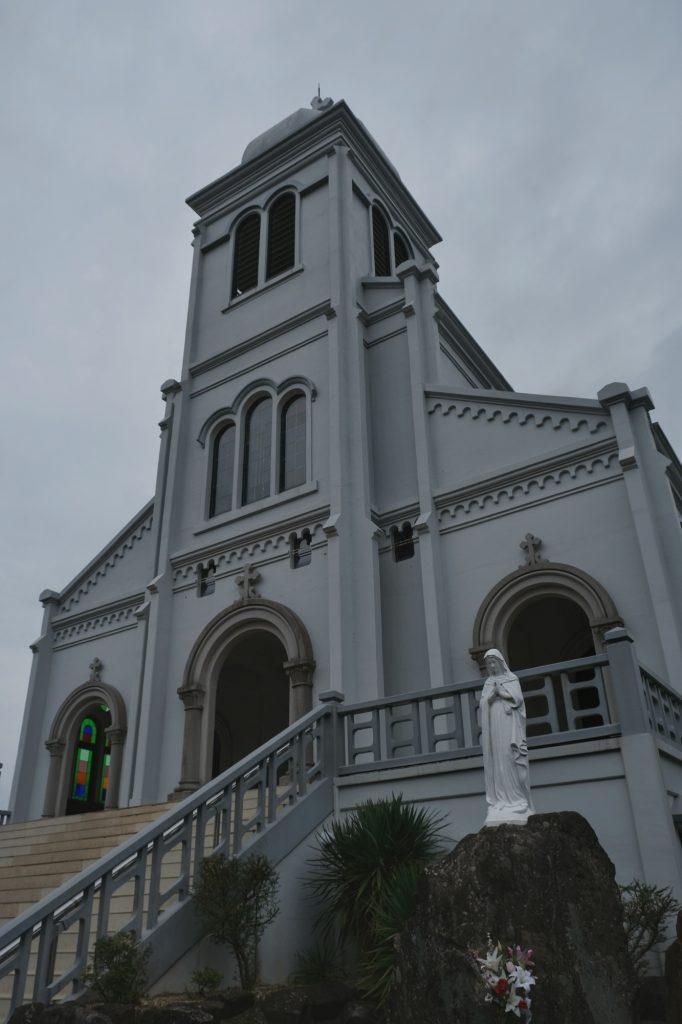 L'église catholique de Himosashi sur l'île de Hirado