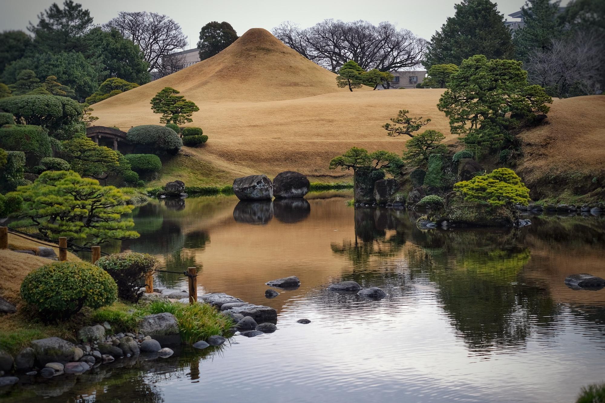 Le Mont Fuji en miniature dans le parc Suizenji de Kumamoto