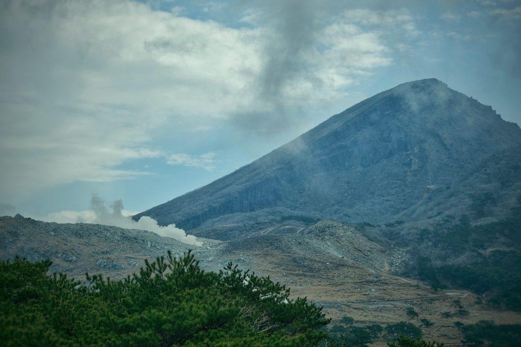 Le mont Karakuni et ses fumerolles très actives ce jour là