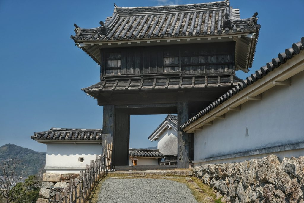 Entrée vers la cour intérieure du château de Kochi