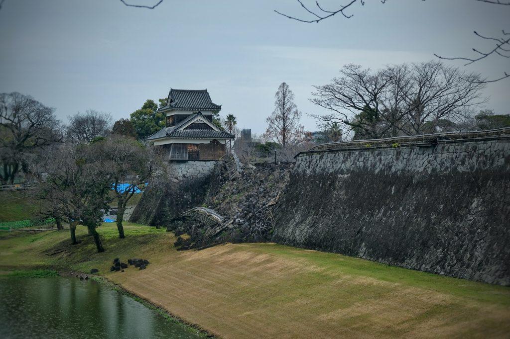Mur d'enceinte du château de Kumamoto effondré suite au tremblement de terre de 2016