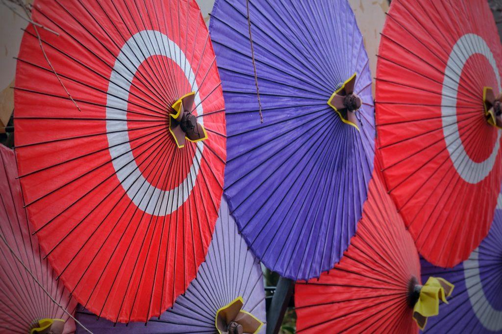 Mosaïque d'ombrelles à Kumamoto