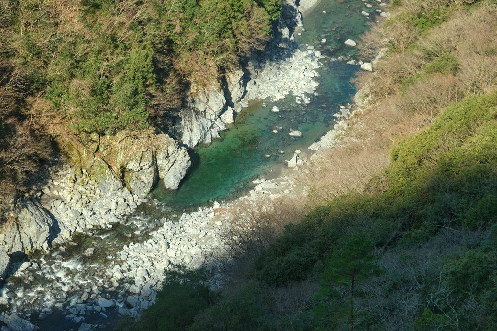 La rivière de l'Iya, qui donne envie de se baigner...