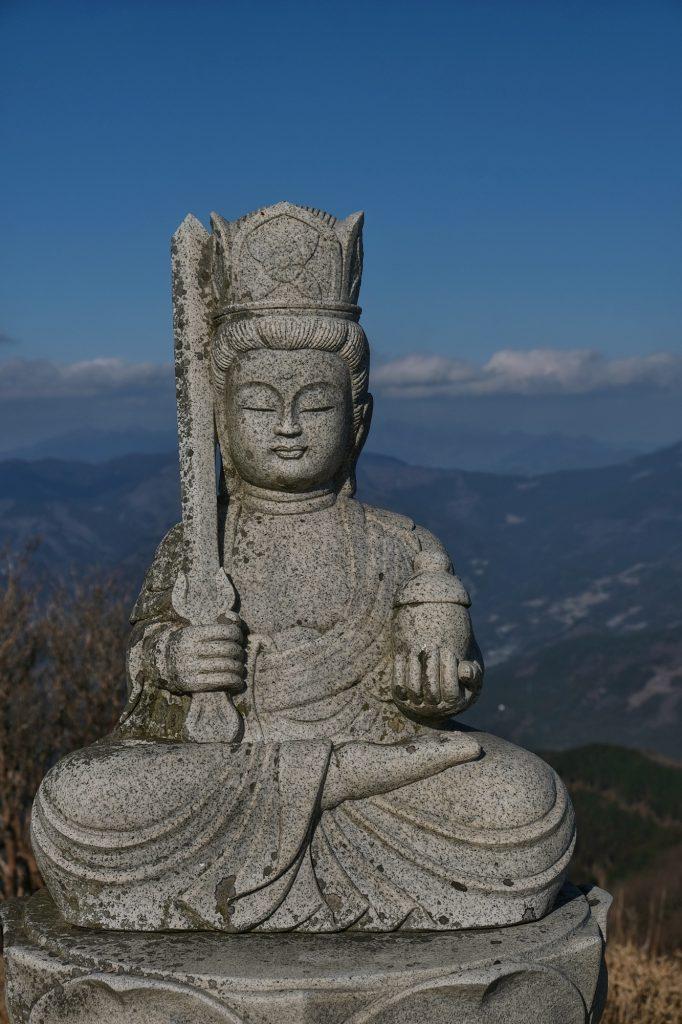 Statue au sommet du Kajigamori