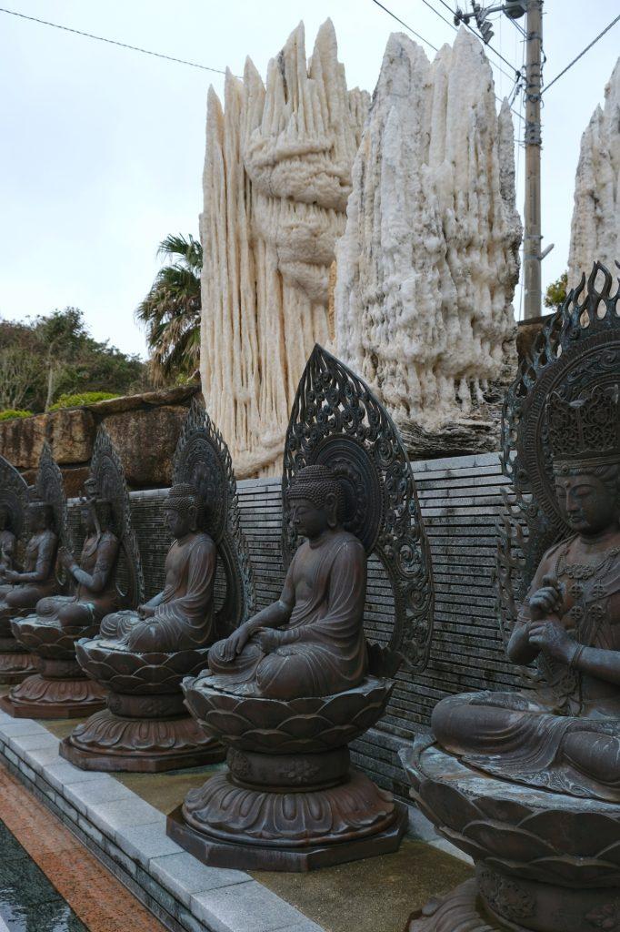 Des statues près du temple Kongofukuji au cap Ashizuri