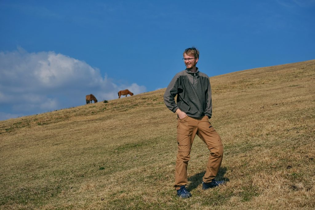 Vincent monte la colline du cap Toi