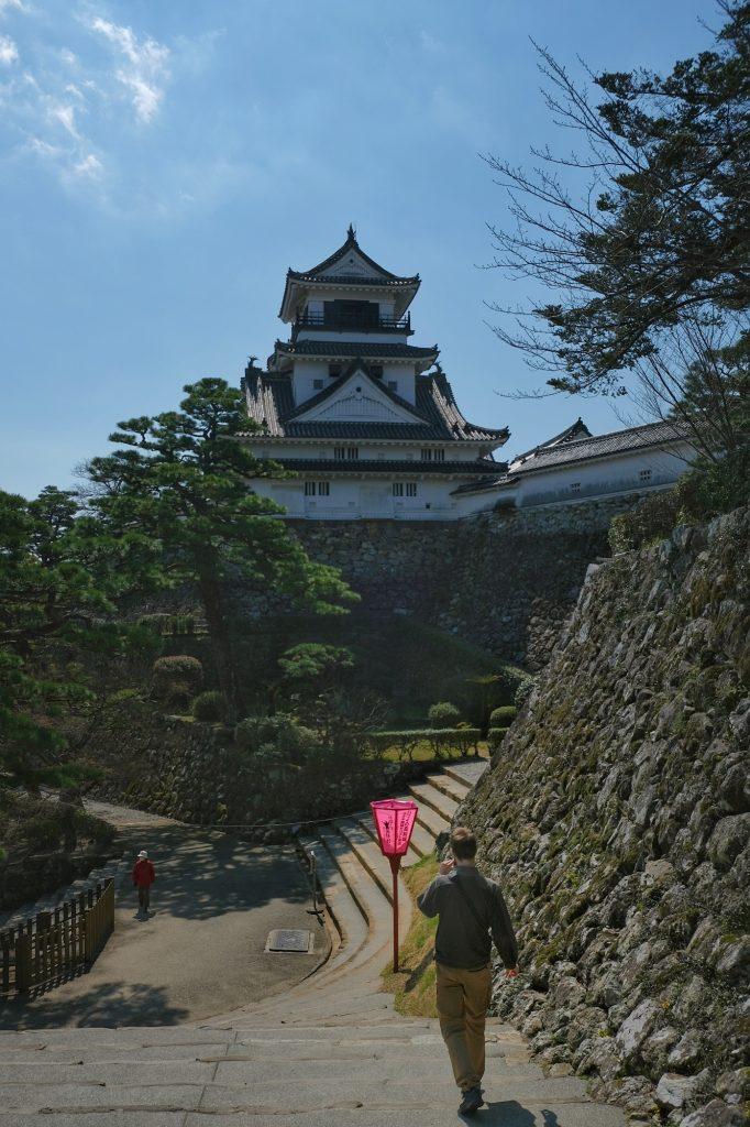 Vincent redescend du château de Kochi