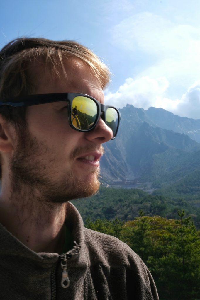 Vincent devant le Sakurajima