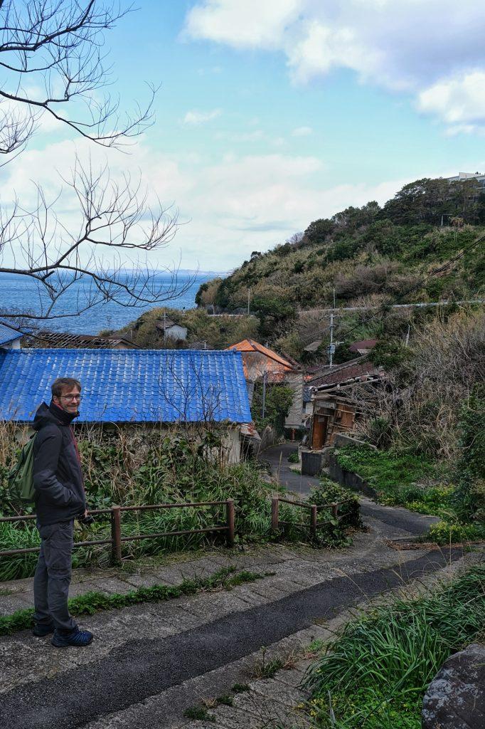 Vincent visite les rues à l'abandon d'Ikeshima