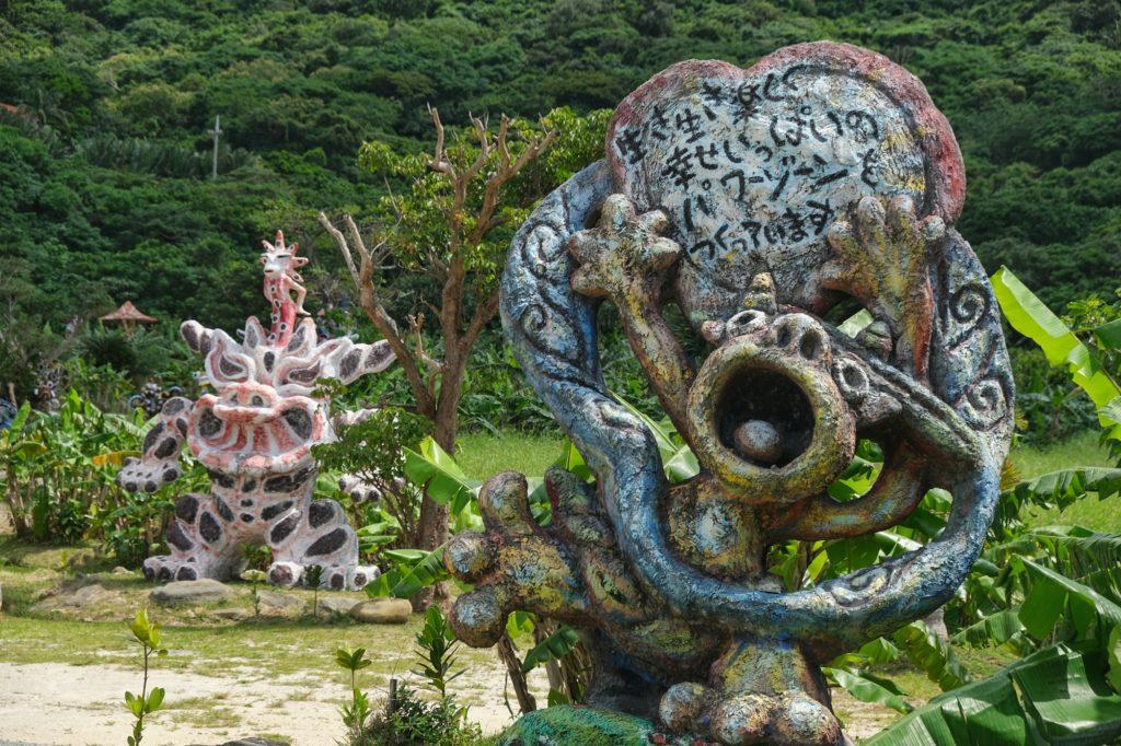Les créatures amusantes dans ce jardin de sculptures de Yoneko Yaki